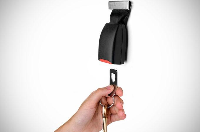 Medium_buckle-up-key-holder-by-thabto-1