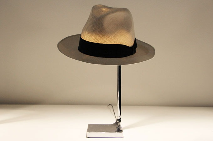 Medium_philippe-starck-chapeau-1